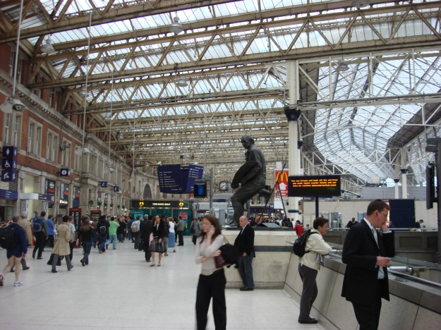 Waterloo_Station_concourse